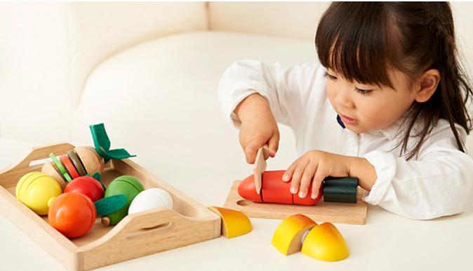 五感を育てる木のおもちゃ!ままごとセットで社会性を身につける。